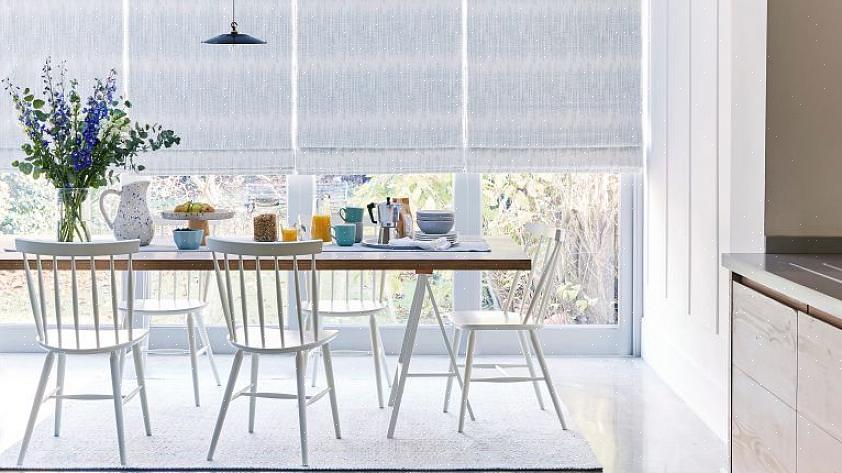 ניקוי עם צמר פלדה (לחלונות מלוכלכים מאוד) ואחריו חומץ לבן יאפשר לכם לקבל חלונות נוצצים מבלי לפגוע בעצמכם