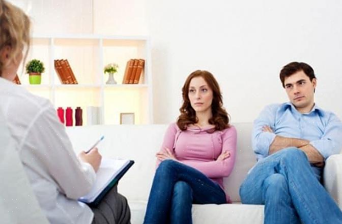 ללמוד כיצד להעריך ולבחור יועץ נישואין יכול לעזור לך ולבן זוגך בדרך להחלמה ולפיצוי