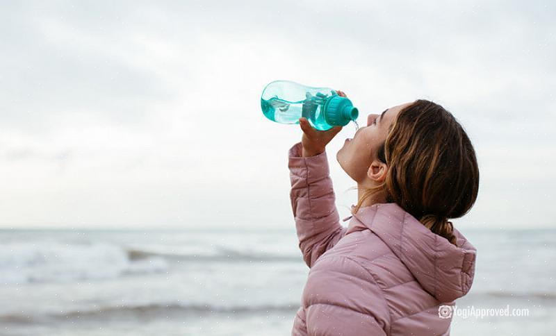 """אם אתה שותה 4800 מ""""ל (1400 מ""""ל) מים בכל יום ותרצה להגדיל את צריכתך ל -2100 מ""""ל"""