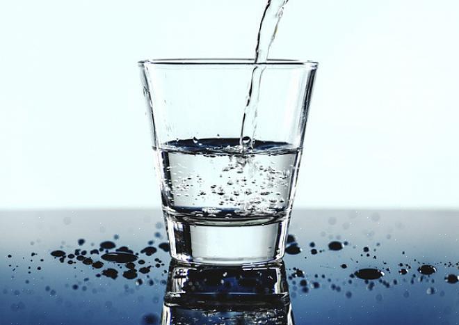 או לפחות יש לשתות מים בצד